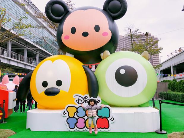 位置就在101水舞廣場,才走到Att 4fun寶貝棠棠就看到三隻特大號Tsum Tsum一直很興奮很開心~~~