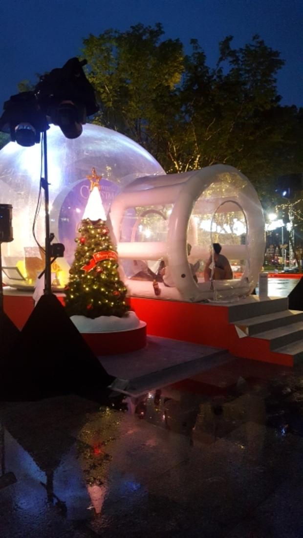 :point_right:國外的聖誕節好早就開始了~♡在新加坡看得到穿著短袖短褲的聖誕人 超酷的啦!!還有很多聖誕活動,聖誕氣氛爆表!(對了 來新加坡就是來測試底妝的 備受考驗!!)